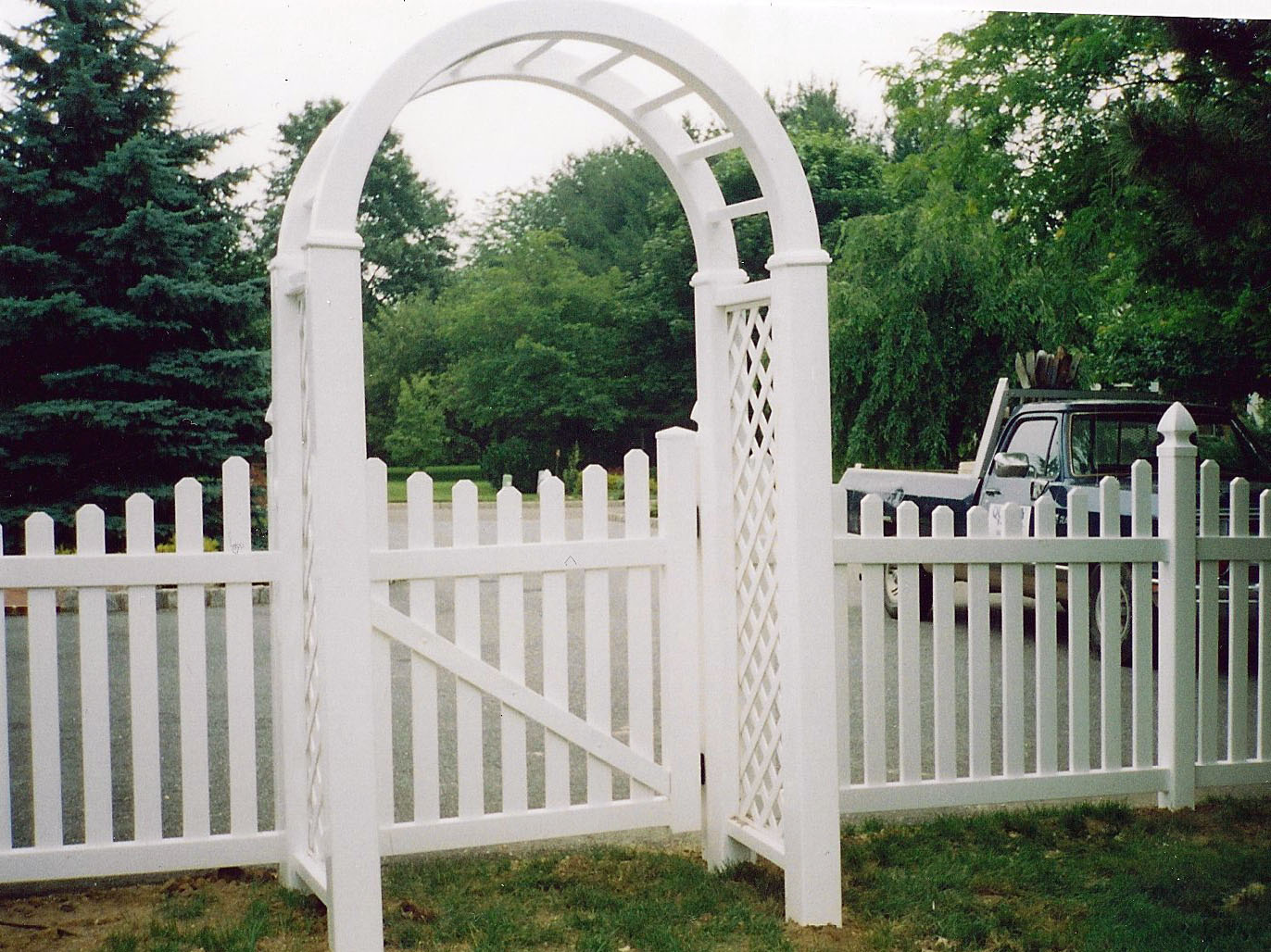 Arbors quality fence company for Fence with arbor